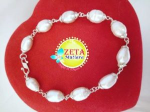 Silver Chain Bracelet with Freshwater Drop-Shaped Pearls