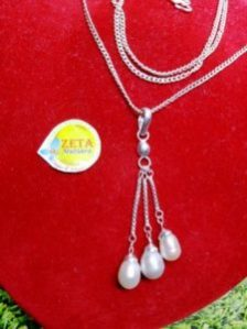 Silver Pendant Necklace with Pendulum Pearls