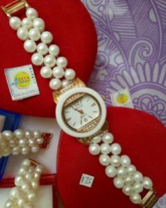 Round White  Pearl Watches (High Quality)